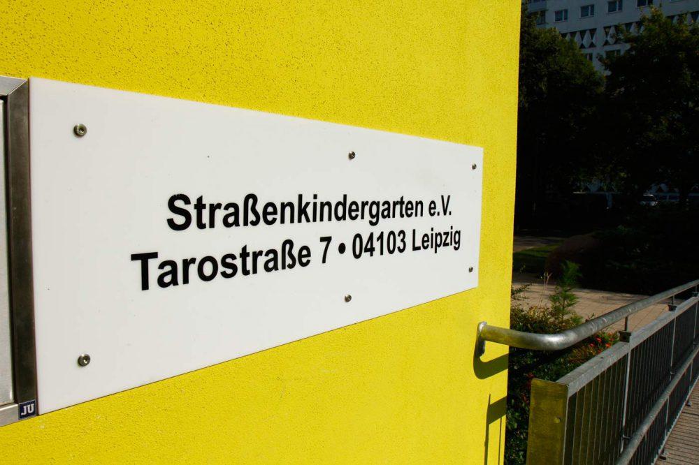 Straßenkindergarten-Eingang2