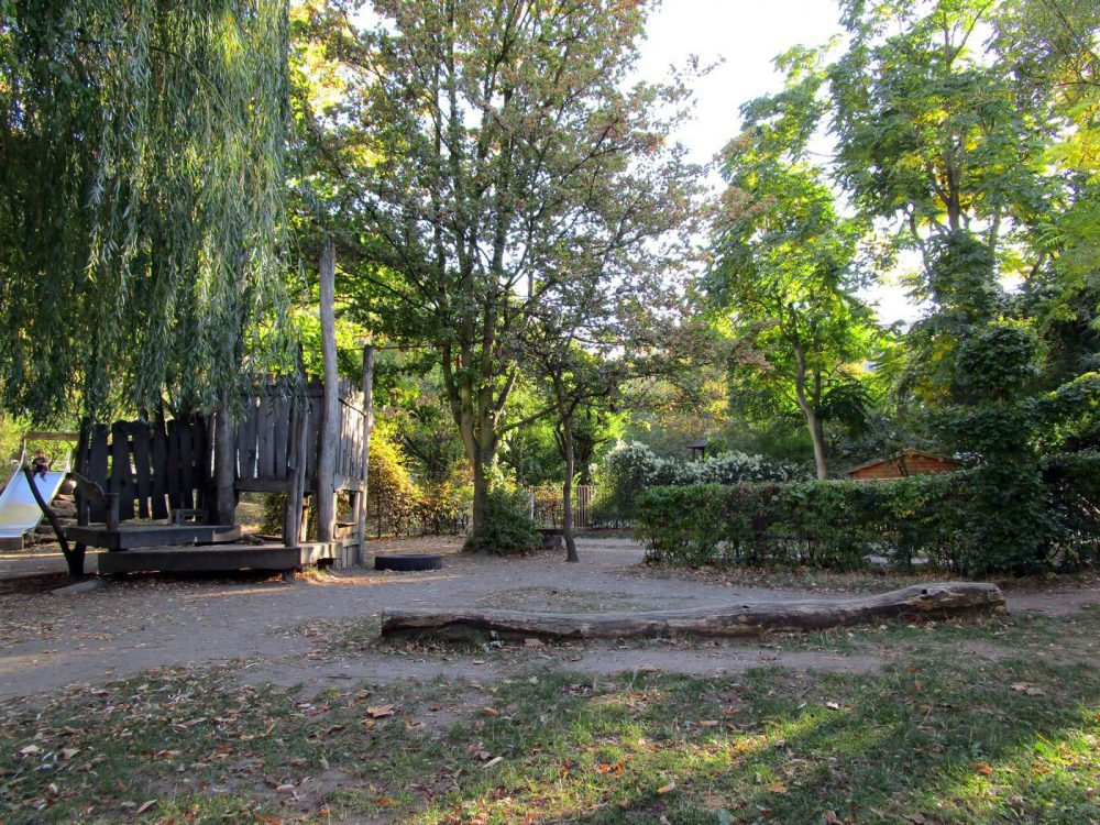 Straßenkindergarten-Hofspielplatz