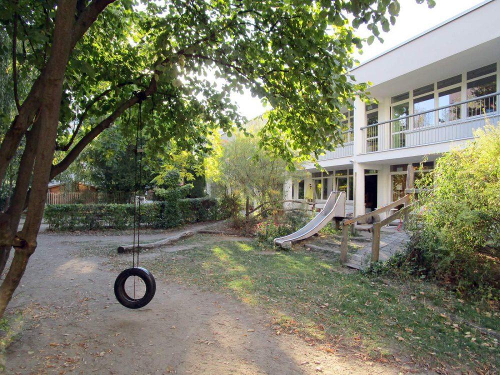 Straßenkindergarten-HofundGebaeude